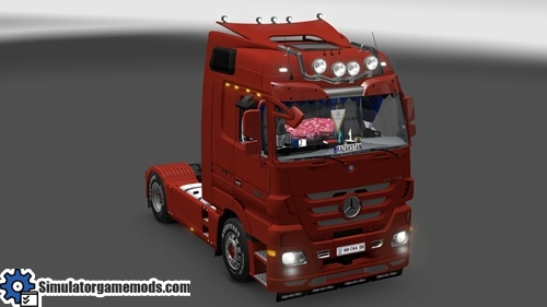 mercedes_new_truck_