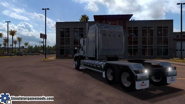 mack_titan_super_liner_truck_3