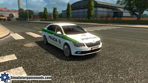 skoda_superb_police_car_01
