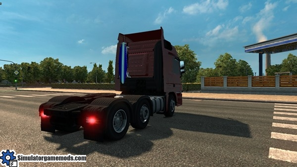 mercedes-benz-truck-2