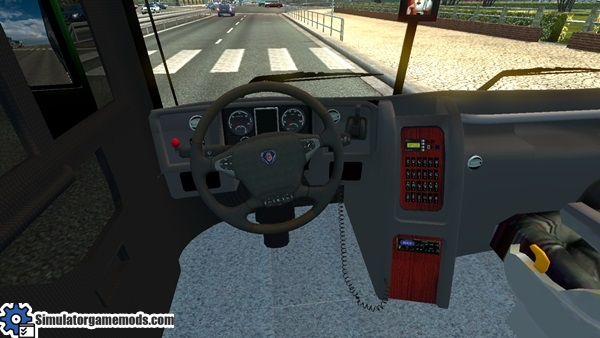 elegance-panoramico-dd-8x2-bus-2