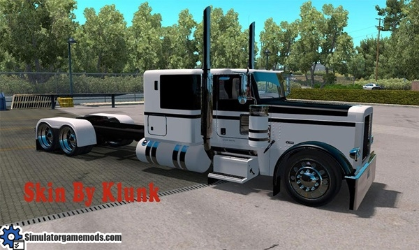peterbilt-389-black-white-skin