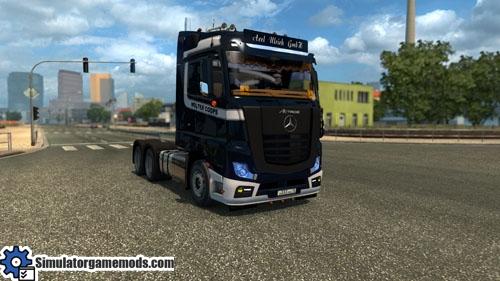mercedes-benz-mega-truck-01