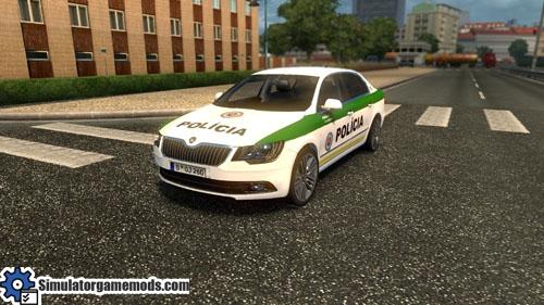 skoda_superb_police_car_02